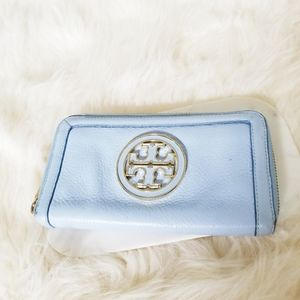 {TORY BURCH} Amanda Zip Around Wallet Pale Blue